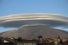 L'incredibile nube lenticolare di stasera sull'Etna 14.06.2016
