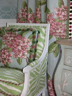 Dorothy Draper& original fabric, Rhododendron, has been re-released by Carlton V, in a gorgeous aqua. -- dining room scheme at the Newport Showhouse . Green Home Decor, Pink And Green, Green Zebra, White Zebra, Decoration, Decorating Your Home, Home Accessories, Beautiful Homes, Textiles