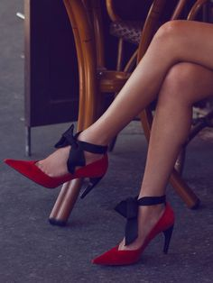 These Louis Vuitton bow pumps are cute and unique. Red and black high heels. Red Shoes, Cute Shoes, Me Too Shoes, Shoes Heels, Bow Heels, Sexy Heels, Crazy Shoes, Mode Style, Beautiful Shoes