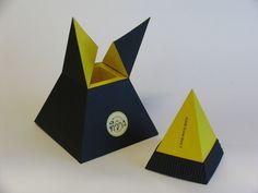 una caja piramidal útil para perfumeria