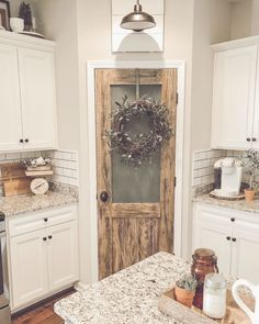– A Tennessee gal with a love of all things vintage, farmhouse, and DIY - country kitchen farmhouse Farmhouse Remodel, Farmhouse Kitchen Decor, Kitchen Redo, Home Decor Kitchen, Home Kitchens, Cottage Kitchens, Country Farmhouse Kitchen, Vintage Farmhouse Decor, Country Kitchens