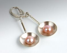 Silver earrings with pearls