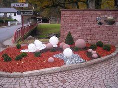 aménagement de jardins - sphère en verre, buis et pierre (Grès des Vosges de Champenay) Sidewalk, Gardens, Buxus, Garden Landscaping, Stone, Side Walkway, Walkway, Walkways, Pavement