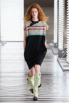 Louis Vuitton | Ready-to-Wear Autumn 2021 | Look 29 Live Fashion, Fashion Week, Runway Fashion, Fashion Show, Nicolas Ghesquière, Louis Vuitton, Fall Winter, Autumn, Feminine Dress