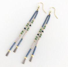 Cool lange perle øreringe i forgyldt sølv (9 cm) Beaded Earrings Patterns, Beaded Choker, Diy Earrings, Earrings Handmade, Beaded Bracelets, Cute Jewelry, Diy Jewelry, Jewelery, Jewelry Design