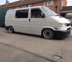 VW T4 - notched and slammed Volkswagen Transporter T4, T4 Bus, Vw T4 Tuning, My Dream Car, Dream Cars, T4 Camper, Day Van, Cargo Van, Vw Vans