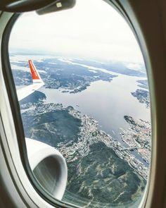 Desde aquí todo adquiere otra perspectiva.  Por cierto, Norwegian es mi segunda aerolínea de bajo coste favorita. Airplane View, Perspective, Bass, Places