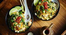Préparez le repas dans un seul chaudron, c'est possible avec cette recette de pâtes aux crevettes style phô one-pot. Découvrez cette recette goûteuse et débordante de saveurs aux goûts asiatiques. Pho, Asian Recipes, Ethnic Recipes, Pasta, One Pot, Mets, Sprouts, Food Porn, Rice