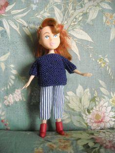 Pantaloni da una camicia dismessa - maglioncino lavorato a maglia - stivaletti in fimo fatti a mano
