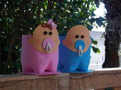 Bebê menino - menina, para lembrancinha de chá de bebê, maternidade, enfeite da mesa do chá de fraldas. Feito em eva e garrafa pet, pode ser recheado com doces ou mais lembranças do bebê. Além de ser usado na decoração do quartinho. R$ 5,00