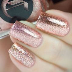 Glitter Nail Art Designs for Shiny & Sparkly Nails Gorgeous Nails, Love Nails, Fun Nails, Gorgeous Girl, Spring Nail Colors, Spring Nails, Finger, Nail Polish, Gold Polish