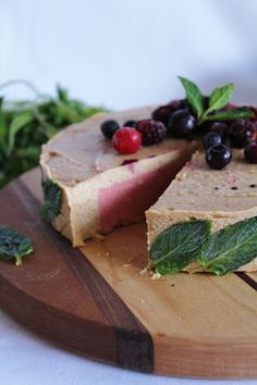 This Rawsome Vegan Life: strawberry banana cream cake with mint