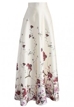 A little spring magic never hurt anybody, but you're about to kill 'em with this princess-worthy maxi skirt. The floral print subtly opens at the top and gathers in a fab bunches at the bottom hemline. Pair this pretty piece with a ruffled crop top and ankle strap heels for a romantic look that's sweeter than honey suckle. - Floral pattern - Concealed side zip closure - Lined - 100% polyester - Hand wash Size(cm)Length  Waist XS        112     62 S         112   …