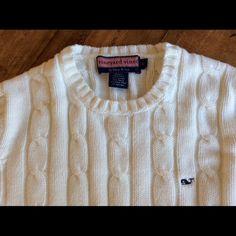 Vineyard Vines white sweater Sz Small Excellent condition women's Vineyard Vines sweater. Sz Small Vineyard Vines Sweaters