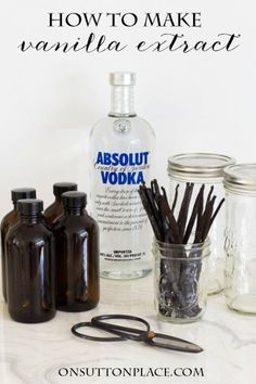 Shows how to make vanilla extract from start to finish. Includes packaging and tag ideas for gift giving. Definitely a great homemade gift from the heart! Vanilla Extract Recipe, Vanilla Recipes, Vanilla Flavoring, Absolut Vodka, Canning Recipes, Jar Recipes, Dessert Recipes, Spice Mixes, Baking Tips