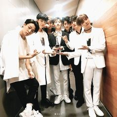 Ikon wins another award ❤️ Yg Entertainment, Bobby, Sassy Diva, Warner Music, Koo Jun Hoe, Ikon Kpop, Kim Jinhwan, Jay Song, Team Pictures