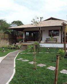 casa com jardim simples Village House Design, Village Houses, Bungalow, Dream House Plans, My Dream Home, Architecture Unique, Simple House Design, Weekend House, Tropical Houses