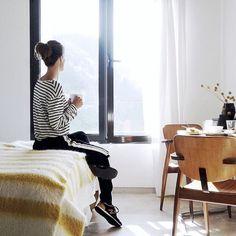 Neu auf dem FYT-Blog: Mein sonnengelber Bericht über die @micasaenlisboa - der besondere Ort an dem mein Lissabon-Experiment seinen Lauf nahm! Link in Bio! . #myhomeinlisbon #wheretostay #lisbon #roomwithaview #guesthouse #livelikealocal #travelbloggerlife #ilovetravel #interiordesign #placesilove #designlover #nomainstream Interiordesign, Experiment, Desk, Blog, Furniture, Instagram, Home Decor, Lisbon, Desktop