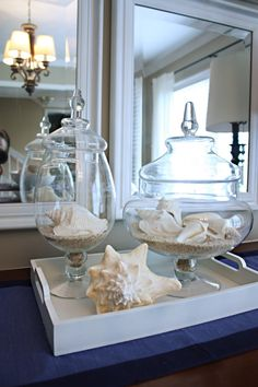 Out I hate beach chic but I love coastal accents - this one from Katie Bower is pretty cute and classy.I hate beach chic but I love coastal accents - this one from Katie Bower is pretty cute and classy. Coastal Style, Coastal Living, Coastal Decor, Beach House Decor, Diy Home Decor, Beach Chic Decor, Decor Room, Deco Marine, Apothecary Jars
