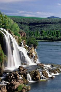 Fall Creek Falls and Snake River Idaho Top Most beautiful waterfalls in the world Beautiful Waterfalls, Beautiful Landscapes, Uk Landscapes, Beautiful World, Beautiful Places, Beautiful Pictures, Snake River Canyon, Smoky Mountain National Park, Smokey Mountain