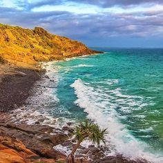 Up bright & early in @visitnoosa to capture Granite Bay at sunrise (lukesphotographymelbs/IG at @sunshinecoastoz)  www.parkmyvan.com.au #ParkMyVan #Australia #Travel #RoadTrip #Backpacking #VanHire #CaravanHire