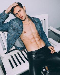 Leather Fashion, Leather Men, Leather Pants, Men's Fashion, Chubby Ladies, Raining Men, Shirtless Men, Beautiful Models, Beautiful Boys