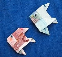 Money gifts of fish – money fold fish Money Origami, Origami Fish, Origami Butterfly, Folding Money, Paper Folding, Diy Presents, Diy Gifts, Money Creation, Diy And Crafts