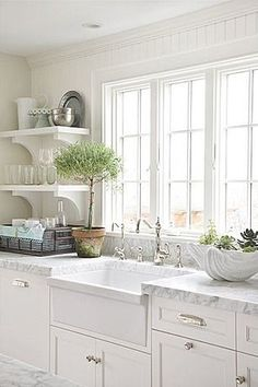 Crushing on the open shelving in this open cottage kitchen.