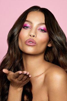 pink Pressed Powder Shadow Palette Model Look 1 Makeup Dupes, Beauty Makeup, Hair Makeup, Pink Eyeshadow, Eyeshadow Makeup, Skin Lightening Cream, Natural Lipstick, Natural Makeup, Photoshoot Makeup