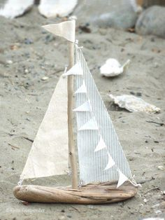 DIY Driftwood Sailboats - White Gunpowder A great summer craft project.I've been wanting to make driftwood sailboats for quite some time and finally I did it this week … diy driftwood sailboats. Beach Crafts, Summer Crafts, Diy Crafts, Beach Themed Crafts, Seashell Crafts, Fabric Crafts, Driftwood Projects, Driftwood Art, Driftwood Ideas