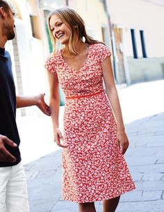 I wonder how difficult it would be to nurse wearing this dress... I've spotted this @BodenClothing Printed Cotton Dress