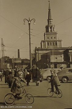 Komsomol Square, Moscow, 1959 Ukraine, Back In The Ussr, Constructivism, Imperial Russia, Soviet Union, The Good Old Days, Old Photos, Street Photography, Moscow Russia