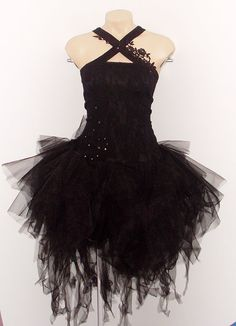 This looks awesome! It's like a gothic ballerina <3