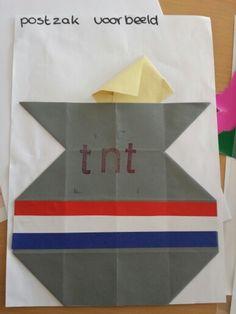 Postzak vouwen van 16 vierkantjes (maar we stempelen nu natuurlijk gewoon POST, omdat we de naamswijzigingen van de PTT/TNT/TPG niet bij kunnen benen...) Office Themes, You've Got Mail, Preschool Lessons, Post Office, Crafts For Kids, Projects, Fun, Paper, The Letterman