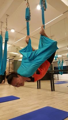This pose is called bird-cage but somehow I dun feel like a bird ah. Not as flexible as I was before, age is really catching up