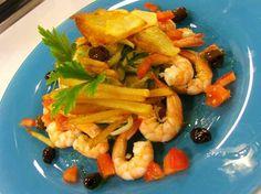 Insalata di gamberi e finocchi con olive taggiasche. http://www.alice.tv/ricette-cucina/antipasti-pesce/insalata-gamberi-finocchi-olive