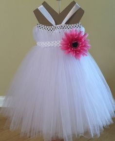 White Princess Dress would look adorable on your little girl for any special occasion or just to play dress up. Comes in a verity of different sizes. Each flower is attached to a clip so you can repos