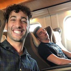 Daniel Ricciardo took this picture while Max Verstappen was sleeping on the flight.Max resting as races are back to back.Check out latest posts from Verstappen and Ricciardo. Ricciardo F1, Daniel Ricciardo, Red Bull Racing, F1 Racing, Gp F1, Mick Schumacher, F1 2017, Formula 1 Car, Mclaren F1