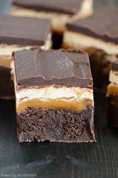 Snickers Brownies Recipe - Combining brownies with a classic Snickers bar…