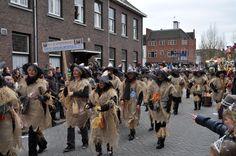 Diverse loopgroepen van verschillende (carnavals)verenigingen lopen mee.
