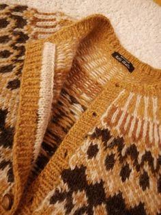 Beaded Brooch, Men Sweater, Knitting, Sweaters, Diy, Fashion, Tricot, Breien, Moda