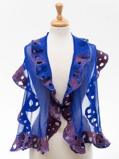 Betäubung!! Elegante einfache Nuno gefilzte Schal. Er passt gut zu allen Farben. Der Körper der Schal ist sehr weiche Seide chiffon Stoff und die Rüschen an den Rändern ist weicher Merinowolle. Es ist nicht juckende und geht um Hals, reich verzierten Ihre Outfits. Größe: 143 cm x 40 cm