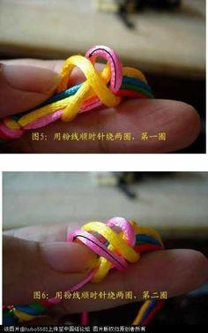 原创新结-五线长双联结徒手教程-编法图解-基本结-新手入门必看-中国结论坛 - 手机版 Macrame Tutorial, Bracelet Tutorial, Parachute Cord, Macrame Knots, Macrame Patterns, Bracelet Patterns, Paracord, Diy And Crafts, Bracelets