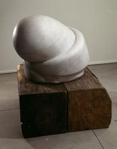 Louise Bourgeois Sleep II 1967 Marble, on two wooden timbers Courtesy Cheim & Read, Galerie Karsten Greve and Galerie Hauser & Wirth © Louise Bourgeois Photo: Peter Bellamy Louise Bourgeois, Art Folder, Art Sculpture, Stone Sculptures, Contemporary Sculpture, Contemporary Artists, Oeuvre D'art, Oeuvres, Erotic Art