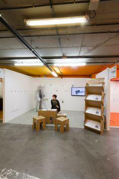Mobiliario de cartón para feria de arte Justmad. Stand mustang gallery by Cartonlab. Cardboard furniture for art tradeshow Justmad by Cartonlab.