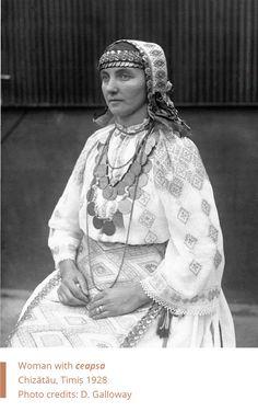 Folkwear-Society-Typology-woman-ceapsa-Banat