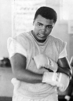 Muhammad Ali Fights, Muhammad Ali Quotes, Muhammad Ali Boxing, Mohamed Ali, Sting Like A Bee, Float Like A Butterfly, Hometown Heroes, Mma Boxing, Sport Icon