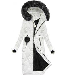 ac1bc70af Veľmi teplá dlhá zimná bunda prešívaná. Bunda s vysokým golierom z ktorého  ide neodopínateľná kapucňa