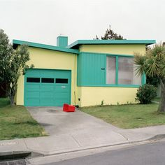 Jeff Brouws Tango blue, 1991 (American typologies : freshly painted houses)
