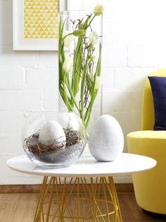 Blau und Gelb sind nicht nur für den Frühling, sondern auch für Ostern eine umwerfende Farbkombination. Hier kommen die schönsten Bastelideen.